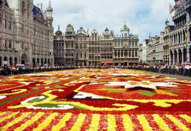 18 Greatest City Squares In The World