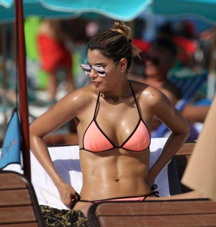 Ariadna Gutierrez Relaxing In Bikini At Miami Beach