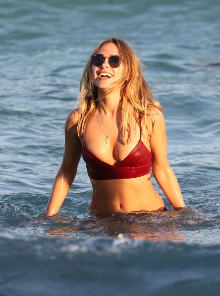 Kimberley Garner Hits The Miami Beach In Bikini