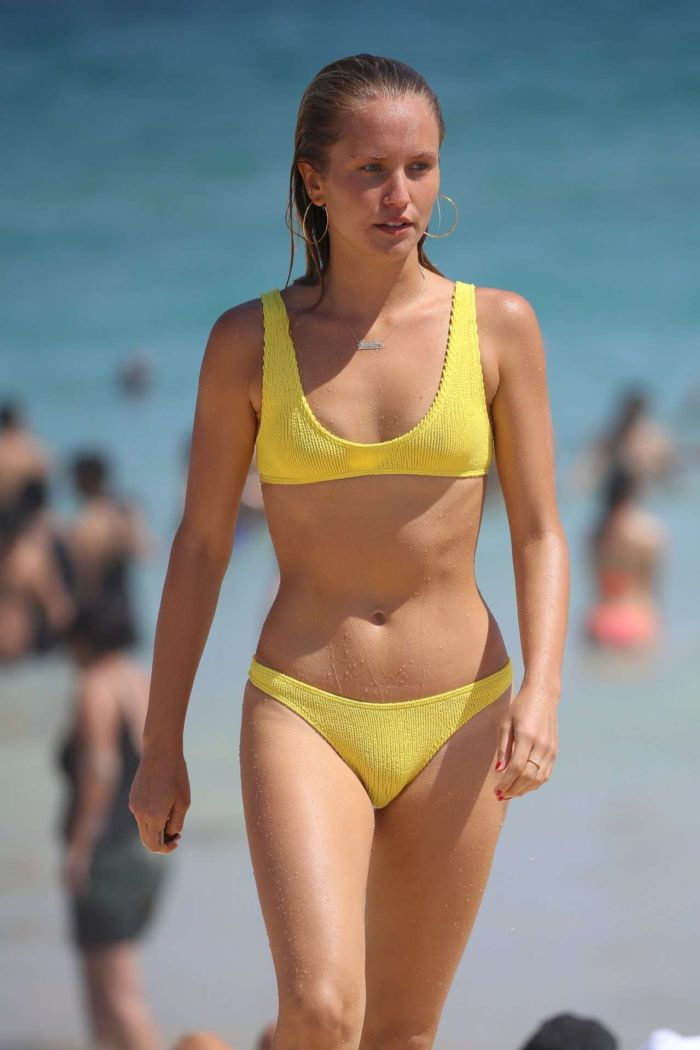 Sailor Brinkley Cook In A Yellow Bikini At The Sydney Beach